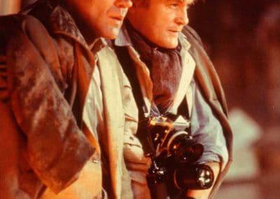 deux homme de profil, dont un avec un appareil photo
